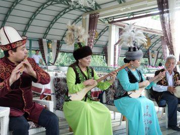 Musiker traditionelle Instrumente Tracht Folklore