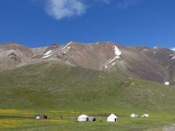 Jurten Gebirge Schnee