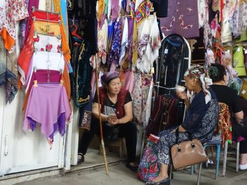 Kleidung Verkäuferin Markt