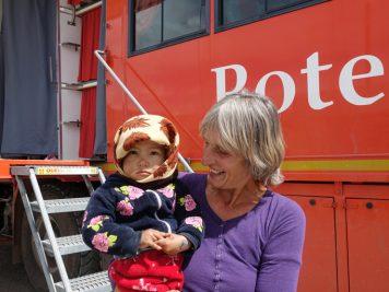 Kind Bus Reiseleiterin